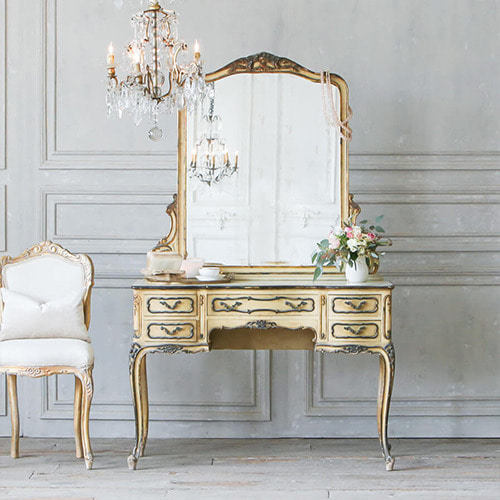 Eloquence® vintage louis xv vanity with five drawers*